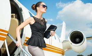 photo-woman-and-airplane